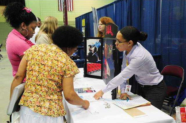 Hundreds hopeful at job fair and career expo - Gainesville Times