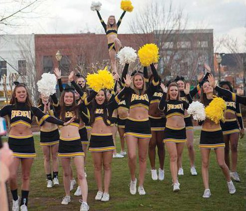 0601SN-Brenau-cheerleaders